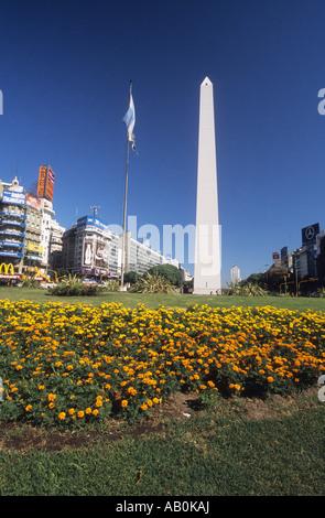 Der Obelisk und Avenue 9 de Julio in Buenos Aires, Argentinien - Stockfoto