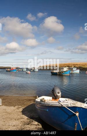 UK Schottland Western Isles äußeren Hebriden North Uist Lochmaddy Angelboote/Fischerboote im Hafen - Stockfoto