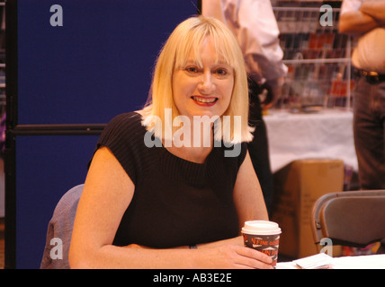 Hattie Hayridge von der BBC TV Red Dwarf Unterzeichnung Autogramme Erinnerungsstücke NEC 26. und 27. Juli 2003 - Stockfoto