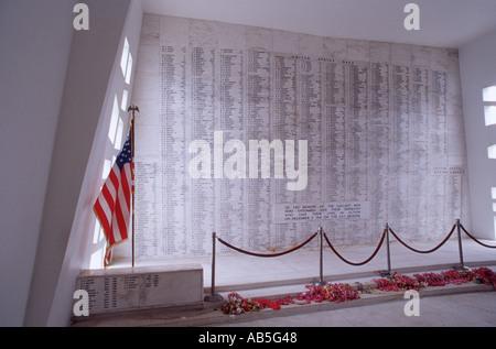 Wand des Ehren-Namen von Männern getötet auf USS Arizona im japanischen Angriff auf Pearl Harbor USS Arizona Memorial - Stockfoto