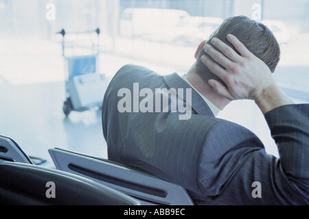 Geschäftsmann in der Flughafen-lounge Stockfoto