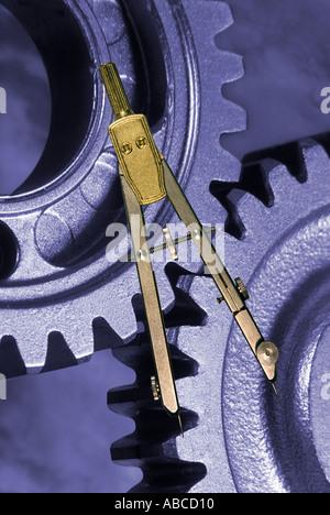 technische Zeichnung Mess Kompass und Verzahnung der Zahnräder - Stockfoto