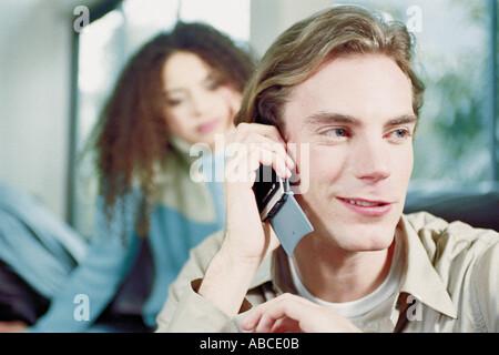 Mann mit Handy - Stockfoto