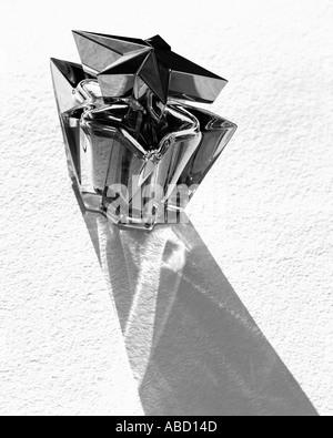 Trendige Flasche Parfüm - Stockfoto