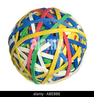 Ein Bündel von bunten elastischen Gummibändern bildet einen runden Ball oder Kugel - Stockfoto