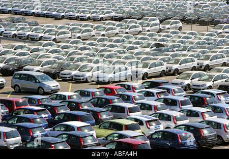 Deutschland, Köln, Ford Motor Company, neue Fahrzeuge auf dem Gelände der Firmen - Stockfoto