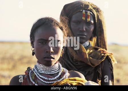 Zwei junge Frauen des Stammes Gabbra nördlichen Kenia in Ostafrika - Stockfoto
