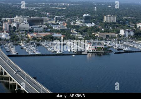 Malerische Luftaufnahme von Bradenton Downtown Manatee River Twin Dolphin Marina Florida - Stockfoto