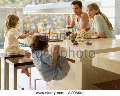 Eine Familie mit Frühstück - Stockfoto