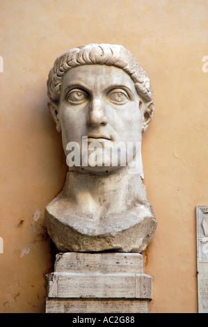 Kopf einer riesigen Statue von Kaiser Constantine, der Palazzo dei Conservatori an den Kapitolinischen Museen Rom - Stockfoto