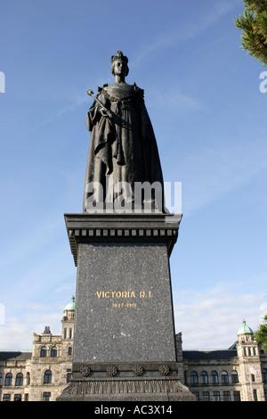 Statue der Königin Victoria vor Parlamentsgebäude in Victoria British Columbia Kanada - Stockfoto