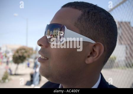 Afrikanische amerikanische Mann mit Sonnenbrille - Stockfoto
