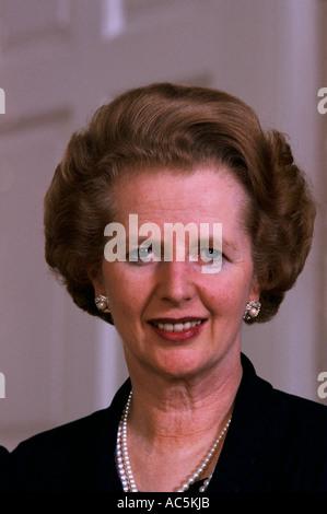 MARGARET THATCHER 1983 am Morgen nach der Wahl für die Konservativen zu gewinnen - Stockfoto