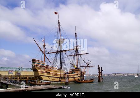Nachbildung der Mayflower II im Hafen von Plymouth - Stockfoto