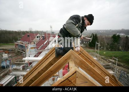 Tischler, Aufbau der Dachstuhl eines Hauses, Essen, Nordrhein-Westfalen, Deutschland - Stockfoto