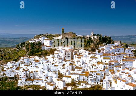 Berg weiß getünchten Dorf Casares Südspanien - Stockfoto