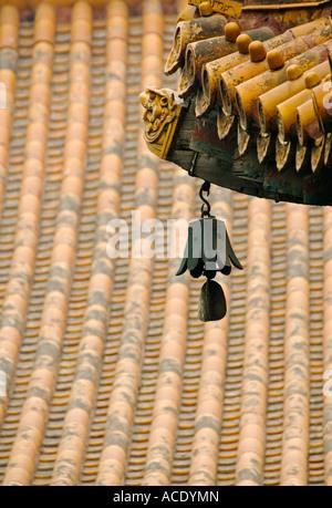 Bell und Dach eingehend Lama Tempel Yonghegong in Peking 2007 - Stockfoto
