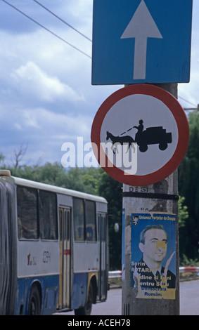 Pferd und Wagen auf dieser Straße Sibiu Rumänien verboten - Stockfoto