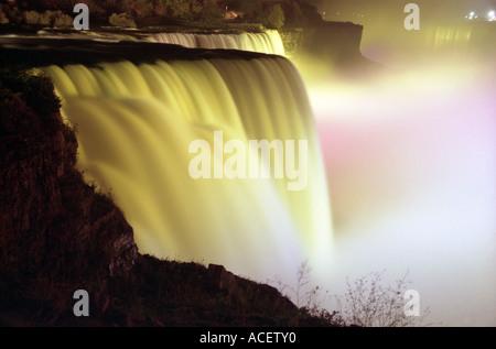 Niagara-Fälle bei Nacht - Stockfoto
