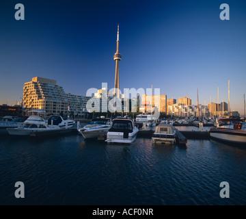 Toronto Skyline zeigt Cn Tower Boote Ontario Kanada - Stockfoto