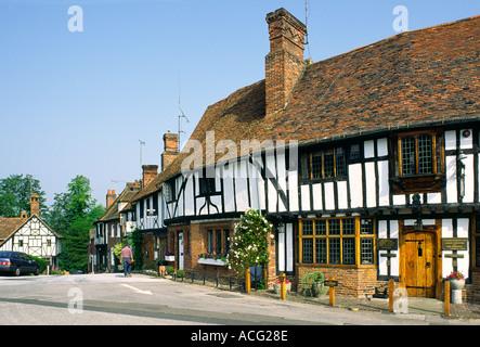 Häuser auf dem Land auf dem Platz des Dorfes Chilham, Kent, England, UK. - Stockfoto