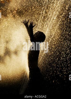 Spielen in der sprinkler - Stockfoto