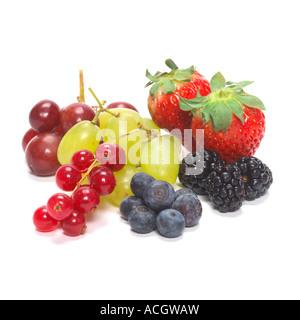 gemischte Beeren Johannisbeeren Brombeeren Trauben - Stockfoto