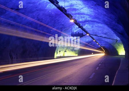 Beleuchtete Abschnitt des Laerdalstunnelen zwischen Aurland und Laerdal, Aurland, Sogn Og Fjordane, Norwegen - Stockfoto