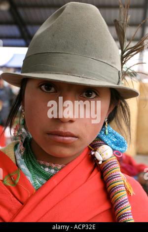Junge Frau am Saquisili Markt Ecuador - Stockfoto