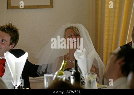 Genießen Sie ihren Hochzeitstag Braut - Stockfoto