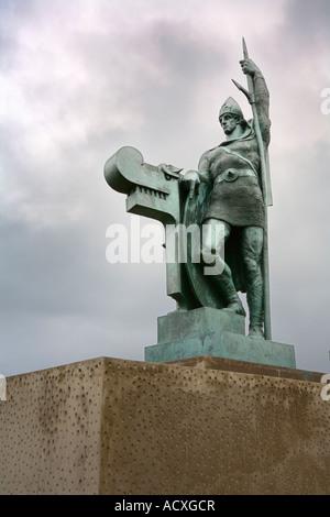 Statue von Einar Jónsson der ersten dauerhaften Siedler von Island Ingólfur Arnarson auf der Oberseite Arnarhóll, - Stockfoto