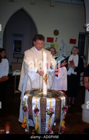 St Joseph s katholischen Kirche Ostern vorbei die Kerzen - Stockfoto