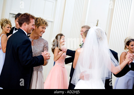 Braut und Bräutigam tanzen - Stockfoto