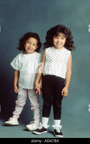 Porträt der Schwestern im studio - Stockfoto