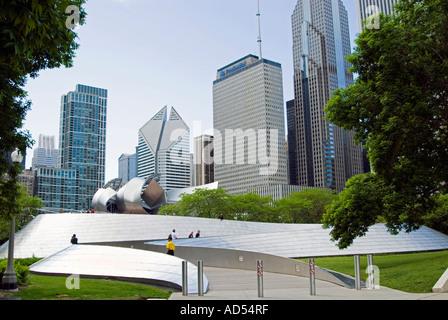 Chicagos BP Brücke & Millennium Park - Stockfoto