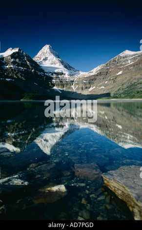 Reflexion im Ater, Mount Assiniboine Provincial Park in British Columbia, Kanada - Stockfoto