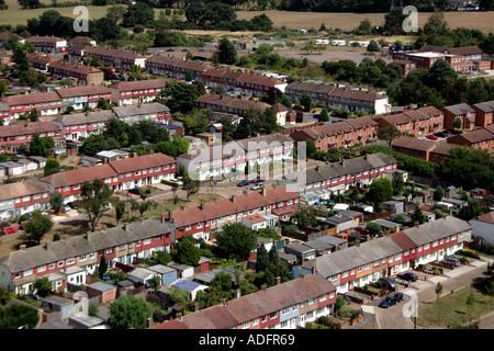 Luftaufnahme der Straße mit 1930 s halb freistehend und Reihenhaus wohnen im Vorort von Tolworth in der Nähe von - Stockfoto