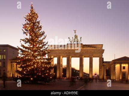 Berlin Paris Platz Brandenburger Tor Brandenburger Tor Weihnachtsbaum - Stockfoto