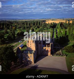 Glamis Castle Schottland Antenne Elternhaus der Königinmutter Elizabeth anzeigen - Stockfoto