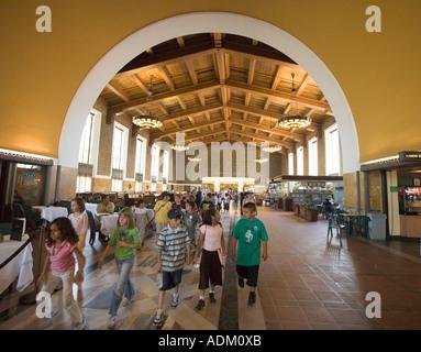 Klassenfahrt im Union Station Downtown Los Angeles California Vereinigte Staaten von Amerika - Stockfoto