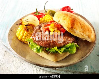 Beef-Burger in einem Chabatta roll - Stockfoto