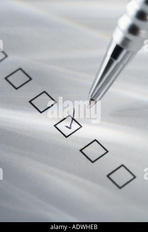 Stillleben mit Stift ankreuzen - Stockfoto