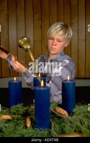 Teenager-Alter 14 Advent Kerzen in der Kirche. St Paul Minnesota USA - Stockfoto