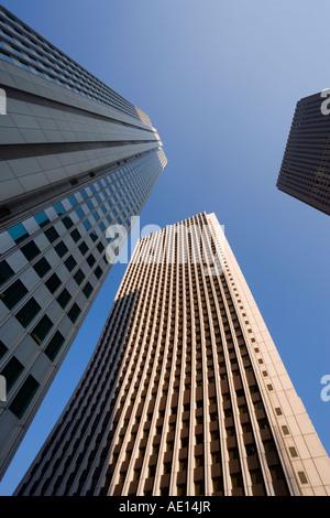 Asien Japan Honshu Tokyo Shinjuku Bürogebäude niedrigen Winkel Ansicht - Stockfoto