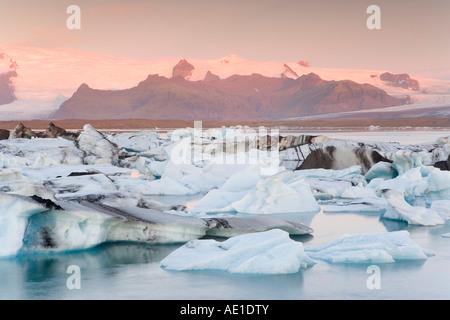 Island southern Island südlichen Vatnajökull Jökulsárlón Gletscher River Lagune Eisberge schwimmen in der Lagune - Stockfoto