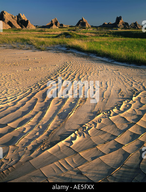Getrocknete Schlamm und prairiegräser Badlands National Park South Dakota USA, durch Willard Clay/Dembinsky Foto - Stockfoto