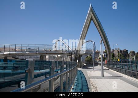 HOLYHEAD ISLE OF ANGLESEY, NORDWALES Juli der Keltischen Gateway Bridge über europäische Fördermittel Brücke verbindet - Stockfoto
