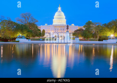 USA Washington DC The Capital Building in der Abenddämmerung - Stockfoto