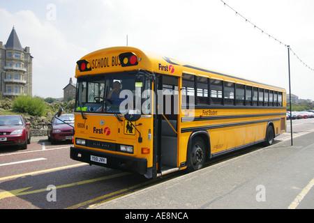 Amerikanische Schulbus geparkt und wartet in Weston Super Mare - Stockfoto