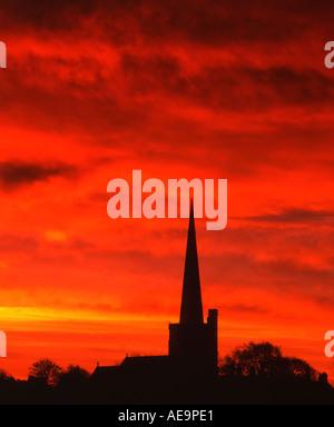 Sonnenaufgang über St Wilfred s Kirchturm Davenham in der Nähe von Northwich Cheshire England UK - Stockfoto